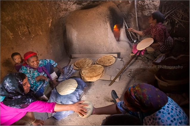 Aïcha cooking bread in the casbah of Taourirt.